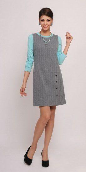 В этом обзоре мы хотим поговорить о такой модели офисного платья, как сарафан. Он давно и повсеместно вошёл в моду и является альтернативой классическим платьям и брючным костюмам.