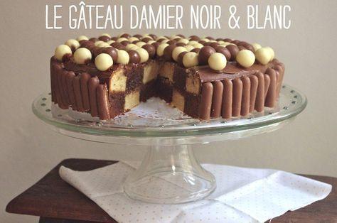 Recette facile et effet final génial, tout ce que j'adore dans un gâteau: découvrez le Gâteau damier noir & blanc à réaliser sans moule spécial grâce au tuto-photo, sans oublier sa déco Maltesers / Fingers très très gourmande