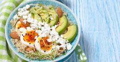 Recette de Power bowl au quinoa, à l'avocat, à l'oeuf dur, au fromage frais et aux amandes. Facile et rapide à réaliser, goûteuse et diététique.