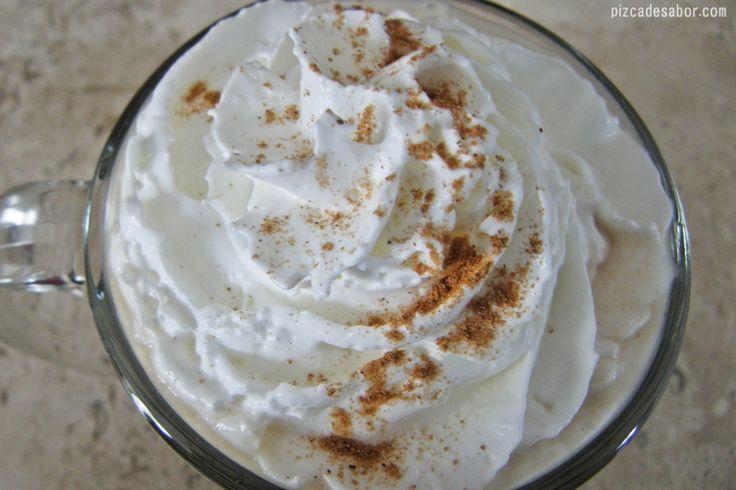 """Delicioso latte de canela casero como el que encuentras en Starbucks como """"Cinnamon Dolce Latte"""". Disfruta de este rico café sin tener que salir de casa."""