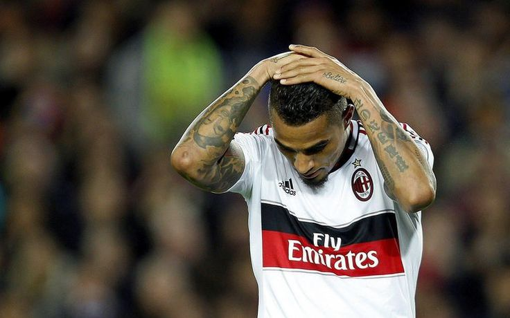 Tutto lo sconforto di Kevin Prince Boateng al fischio finale. Il ghanese era stato tra gli artefici del 2-0 che aveva permesso al Milan di guardare al ritorno con fiducia. Invece è arrivata la tanto temuta remuntada catalana -Gli highlights del 4-0 blaugrana al Camp Nou