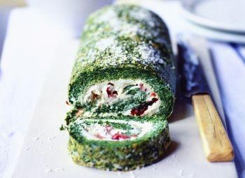 Ruladă de spanac cu brânză Boursin şi roşii uscate Deşi este uşor de făcut, la final trebuie lucrat rapid pentru a servi rulada cât este caldă.  Craciun, Reţete de gustări, Rețete de aperitive, Reţete cu spanac, Vegetariana, Internationala, Rețete cu quark, petrecere, Reţete cu roşii uscate, Reţete cu parmezan