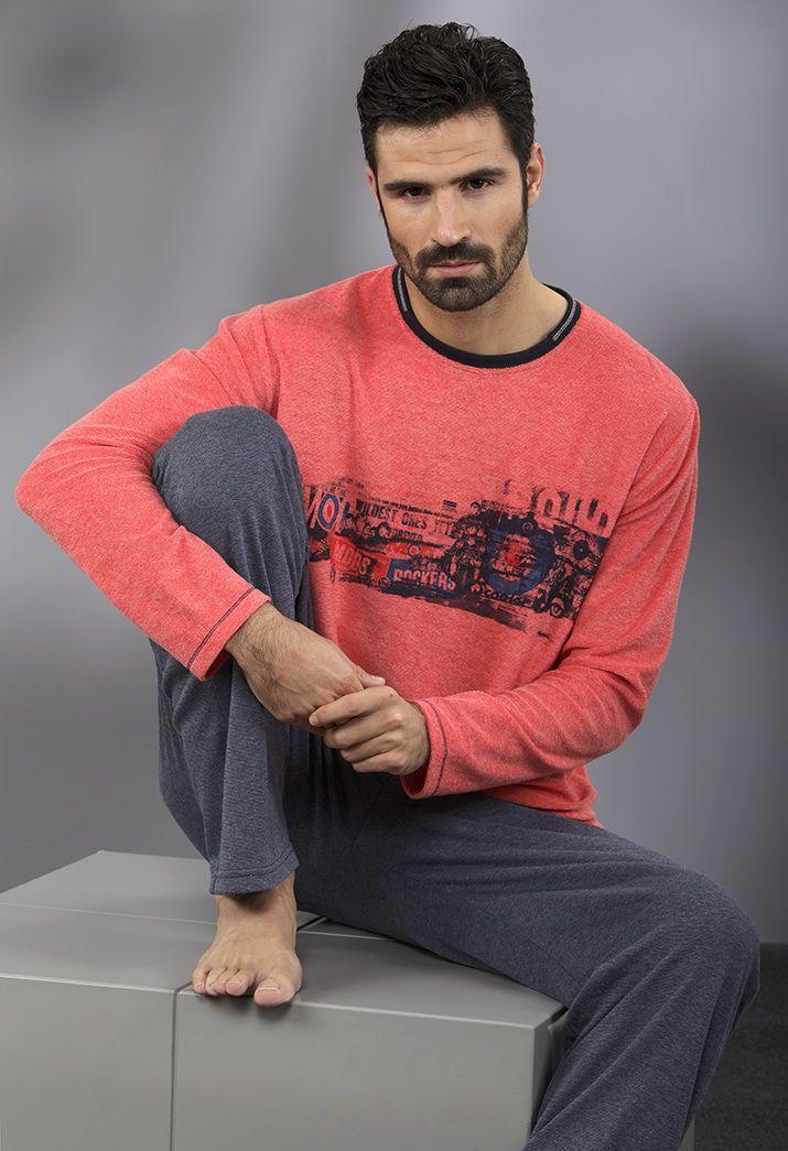 Cómodo pijama para él rojo y gris.