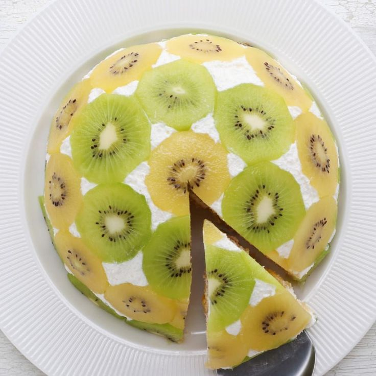 This Upside Down Kiwi Cake Looks Amazing And Tastes Even Better