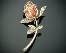 Nádherná brošňa v tvare zlatej ruže