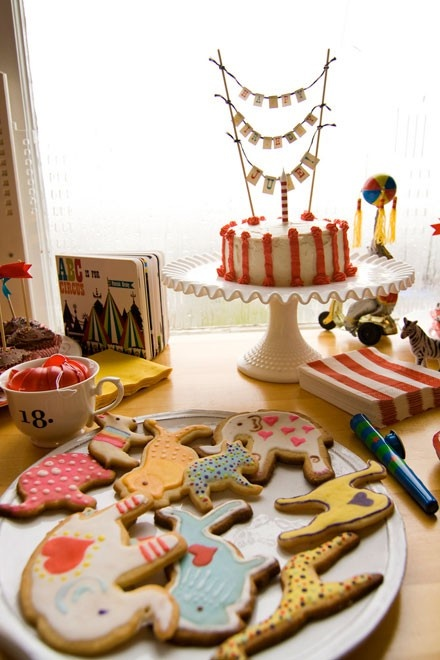 circus bday party. Love the vintage kid's books on the table and the cute animal cookies.