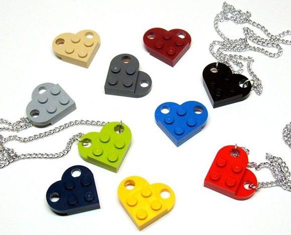 Colar com pingente de coração de LEGO para meninas geeks