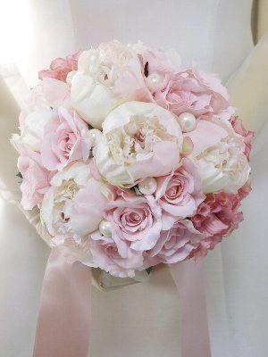ふんわり白い芍薬とピンクダリアのラウンドブーケ | ウェディングブーケ.jp