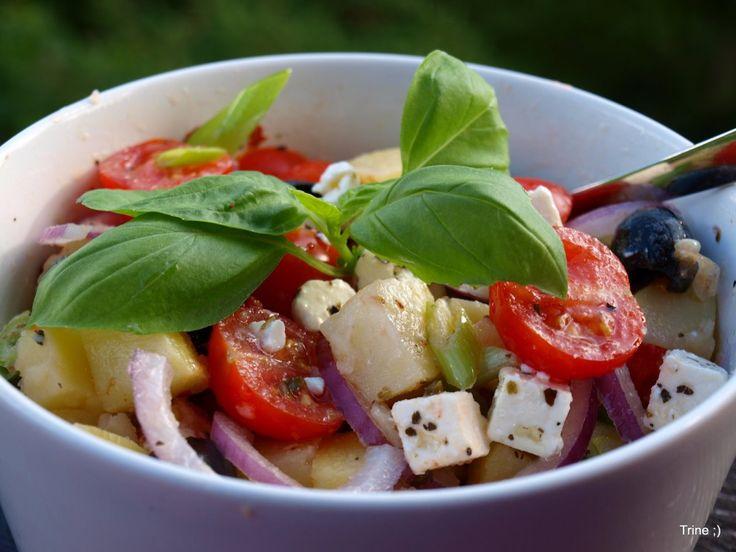 Potetsalat med tomater, oliven og fetaost