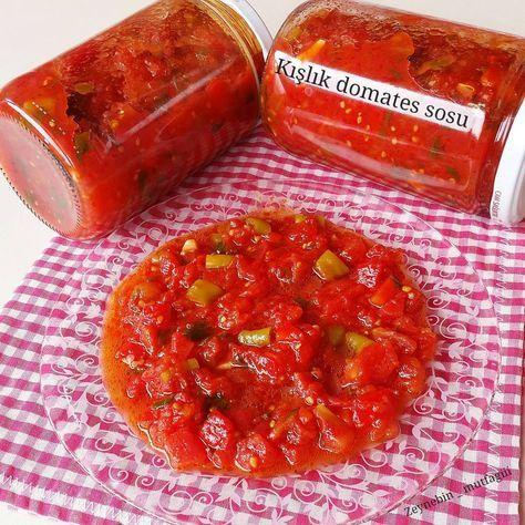 Kışlık  kahvaltılık domates sosu 2kg uzun domates 4 adet büyük boy kırmızı tatlıbiber 1.5 subardağı sıvıyağ yarım caybardgi üzüm sirkesi 4 iri diş sarımsak 1kucuk bağ maydonoz yarım kg tatlı sivri biber 1tatlikasigi şeker 4 tatlı kaşığı tuz   Öncelikle domates ve biberlerin kabukları sebze soyucağı ile soyulur ve küçük küçük doğranır önce domatesler 10dkk kaynatılır sonra biberler eklenir ki diriligini çok fazla kaybetmesin daha sonr...