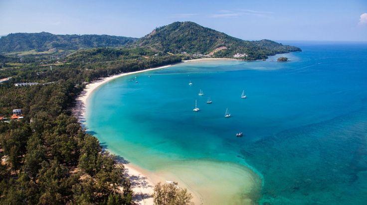 Phuket vista aérea de Nai Yang Beach. La mejor manera para moverte en la isla es en moto o coche. No te pierdas los atardeceres no solo en la playa sino también desde cualquiera de sus miradores son una pasada. Han sabido aprovechar sus espacios sin esquilmarlos. ..................... Fot.: FMillett #phuket #tailandia #thailand #naiyang #beach #playa #andaman #mar #sea #phangnga