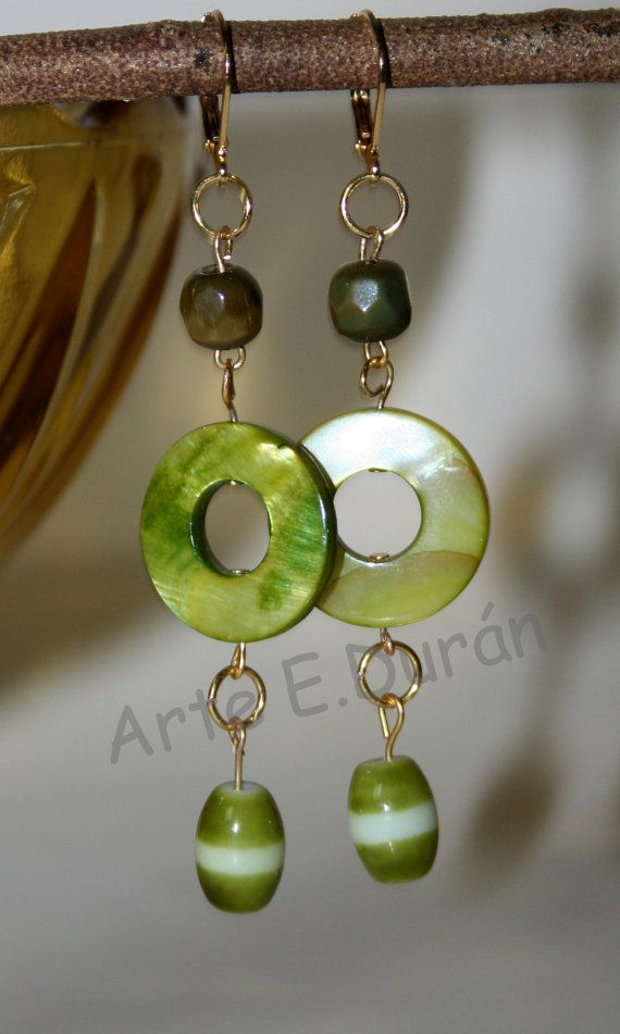 Green earrings. Handmade. River shell and glass by ArtEDuran