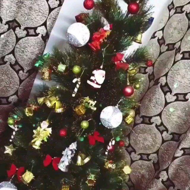 بيت العائلة On Instagram اورد زوبنتنا الراقية والذوواقة الف عافيه حبيبتي دامت ايامكم كلها افراح Christmas Wreaths Holiday Decor Christmas Tree