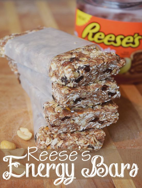 The most delicious energy bar for people who love chocolate and peanut butter. No bake energy bars made with Reese's spreads are the perfect snack for after school, after workout, or quick to-go breakfast. #ReesesSpreads #Contest