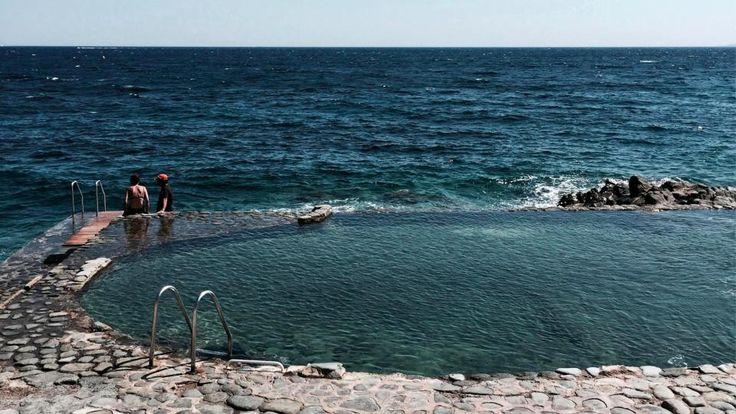 L'hôtel des Roches Rouges à Saint-Raphaël sur la Côte d'Azur possède une piscine d'eau de mer naturelle. #hotel #luxe #luxury #design #saintraphael #cotedazur #provence #mediterranee