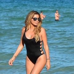 Newly single Larsa Pippen enjoys Miami beach with friends