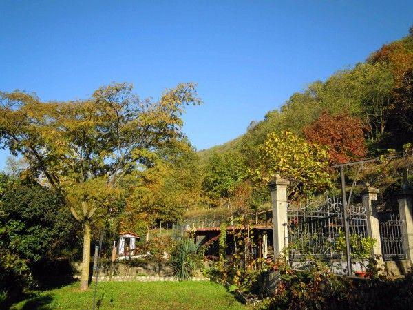 Vendita Villa in via Monte della Guardia Ivrea. Ottimo stato, posto auto, balcone, riscaldamento centralizzato, 300 mq