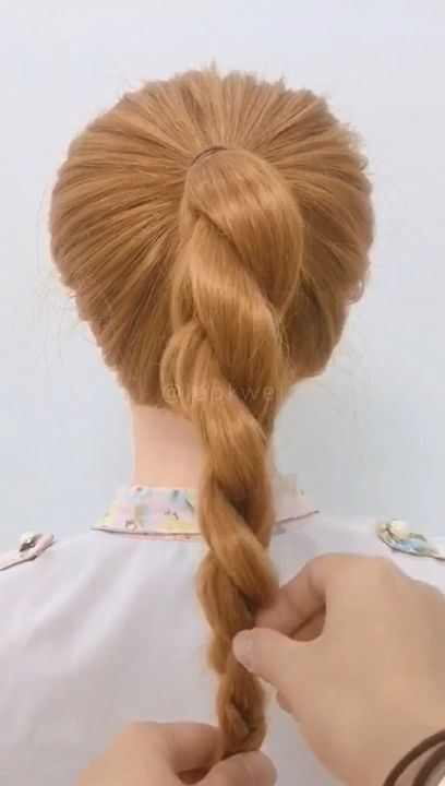 Simple revolving ponytail hairstyle