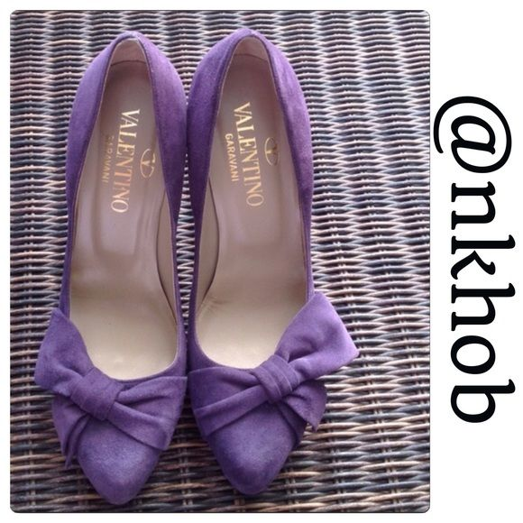 """Valentino Garavani Pumps Authentic Valentino Garavani purple suede pumps!  Bow detailing.  Worn twice.  Slight wear on the bottom. Size 38 1/2 European which is 8 1/2 U.S. Sizing.  Made in Italy. No dust bag.  Will come with a dust bag but not the original one and not the original box either. 🚫TRADES🚫PAYPAL🚫 🌺PLEASE USE OFFER BUTTON 🌺""""SALE DOES NOT APPLY"""" Valentino Shoes Heels"""