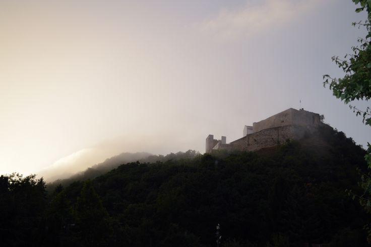 Gáti Erika Eső után Tegnapi napon nagy esőzés volt Csókakőn, és nem bírtam megállni, hogy ne fotózzam le a látványt. Több kép Erikától: www.facebook.com/erika.gati.3