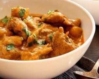 Curry de poulet pour utiliser les restes : http://www.fourchette-et-bikini.fr/recettes/recettes-minceur/curry-de-poulet-pour-utiliser-les-restes.html