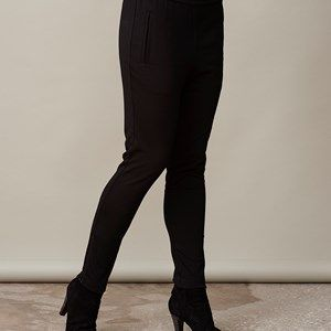 AISHA elegant pants, black. The pants for the office to style with our elegant jacket. Not only a beautiful suit, but also a very comfortable one. Can also be casually styled with a cool sweater. Elastic waist which gives a pleasant fit. Zippers at the bottom of the legs. We recommend that you buy this pair of pants in a size smaller than usual.