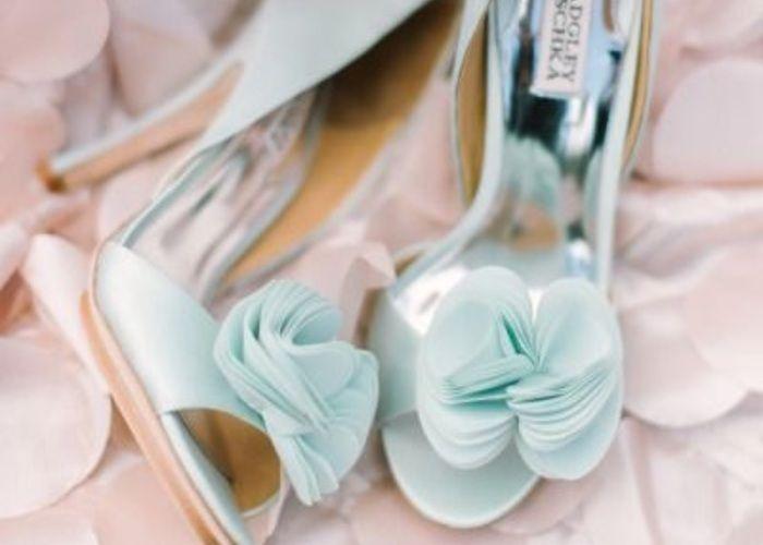 純白ウェディングドレスに合わせたいカラーパンプスの色別まとめ*