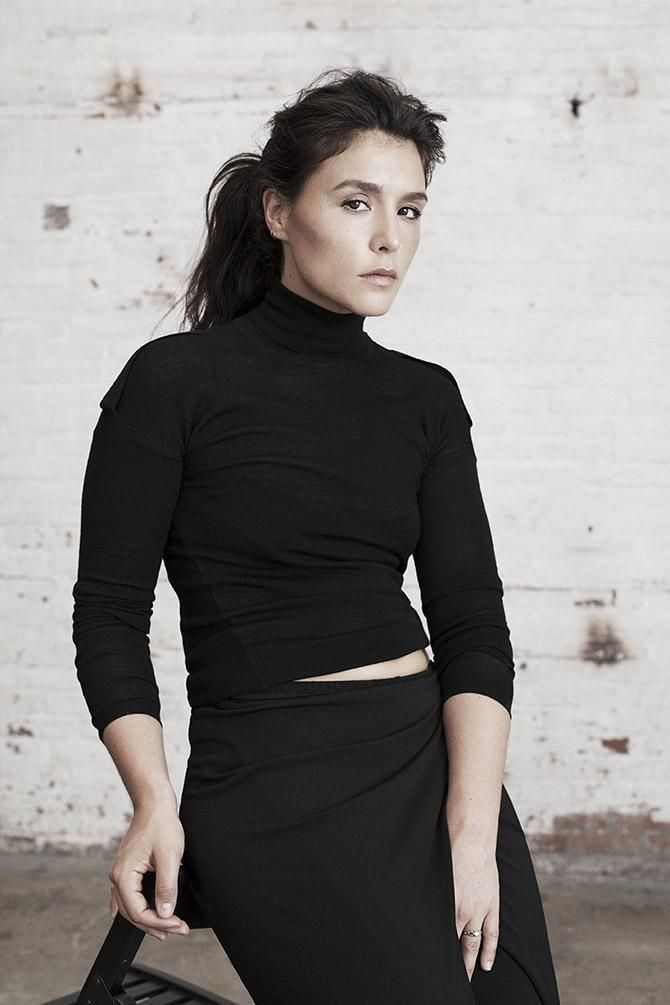 jessie ware + classic style + turtle neck + all black //