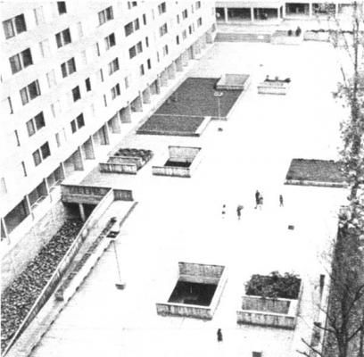 Le Mirail: A Study In Concrete | Alicia Patterson Foundation. The Bellefontaine dalle viewed from above. Shops are at top right.