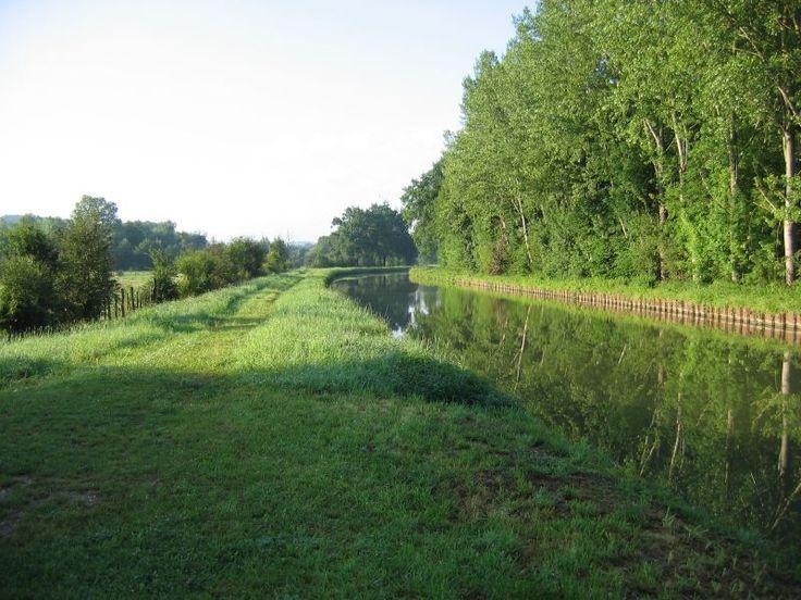 Le Canal du Nivernais, vers le petit village médiéval de Cravant