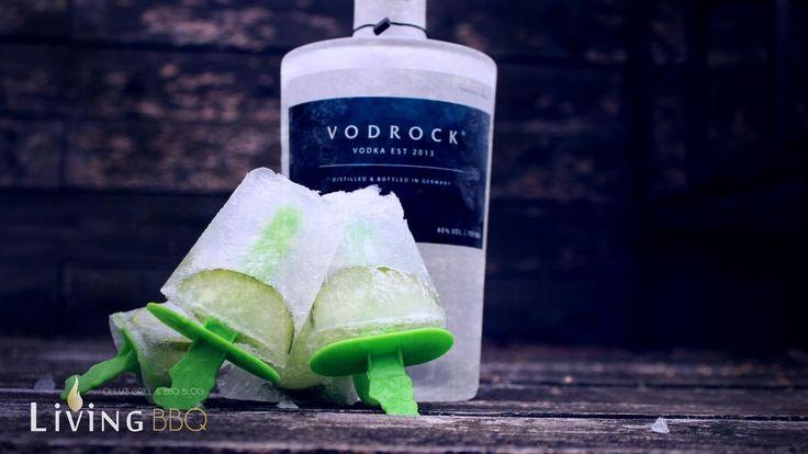 Wodka Tonic Eis mit Gurken klingt ein wenig ungewöhnlich, ist jedoch Hammer lecker. Ja ok, es ist ein typisches Sommer Rezept und wir haben inzwischen Herbst, aber das macht überhaupt nichts. Das Wodka Tonic Eis eignet sich auch im Winter auf einer Party oder evtl. zum Dessert nach dem Grillen? Dieses Eis für Erwachsene ist mal etwas anderes ...