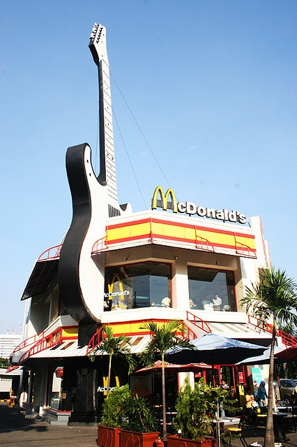 McDonalds Restaurant In Surabaya Indonesia 2006 Looks Kinda Like A Hard Rock Cafe Might