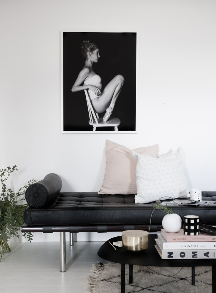 Ballerina art print POINTE by SOOuk. Black and white art print. Scandinavian living room with pink details. Styling by Hege Morris / Hege in France / photo by SOOuk.