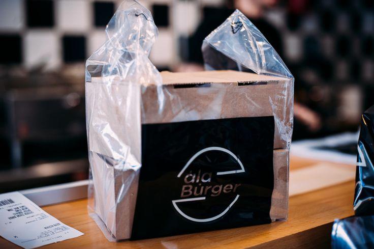 Χορταστικές μερίδες πεντανόστιμες σαλάτες φρεσκοτηγανισμένες πατάτες  Burger ? Τι άλλο να ζητήσει κανείς? Απολαύστε τα όλα και στον χώρο σας με ένα τηλεφώνημα η σε μας!  Τηλέφωνα παραγγελιών: Ala Burger Quality Food Πέτρου Ράλλη 527 Νίκαια 2104920233 #burger #alaburger #nikaia #minichorizo #onionsrings #sesamybbqstrips #mozzarella #sticks #sandwich #burgernikaia #kidsmenou #picante #sweetchili #trufflemayo #bluecheese #honeymustard #caesars #alaburger #qualityfoods #clubsandwich #kaiser