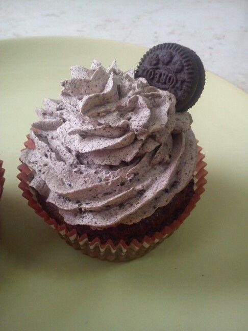 oreo vegan cupcake