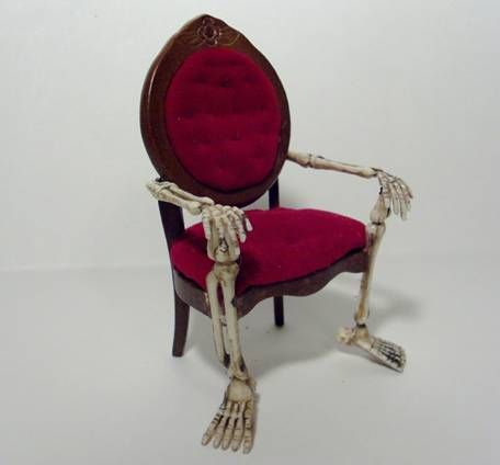 Spooky Halloween Chair This is a dollhouse miniature but I will like to make a life size one.