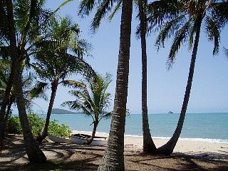 Cairns - Palm Cove/Clifton Beach Absolute Beachfront Villa 1,2 or 3 Bedroom