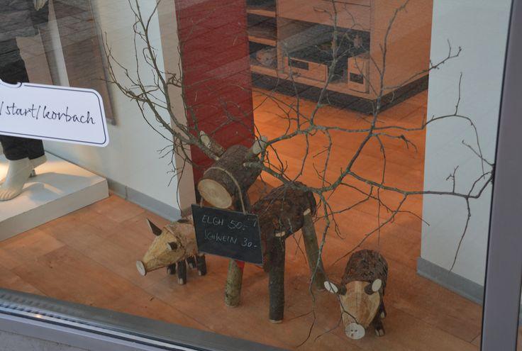 Leuk hert gemaakt van boomstammen en takken. Gezien in een etage in Sauerland. leuk om zelf te maken.