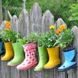 What a great idea - love it! #gumboots #flowers #plants #nature #gardeningandoutdoorspaces
