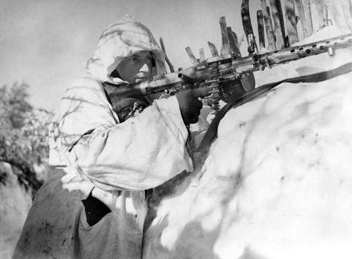 "285 Likes, 1 Comments - Historians Union (@maxxy04_history) on Instagram: ""German MG34 machinegunner wearing winter camo. #ww2 #wk2 #wwii #wkii #worldwartwo #worldwar2…"""