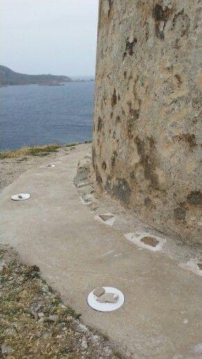 Torre di Malfatano. Realizzazione battuto perimetrale e predisposizione per impianto di illuminazione