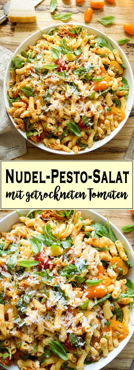 Ein einfaches Rezept für einen Nudel-Pesto-Salat mit getrockneten Tomaten, der