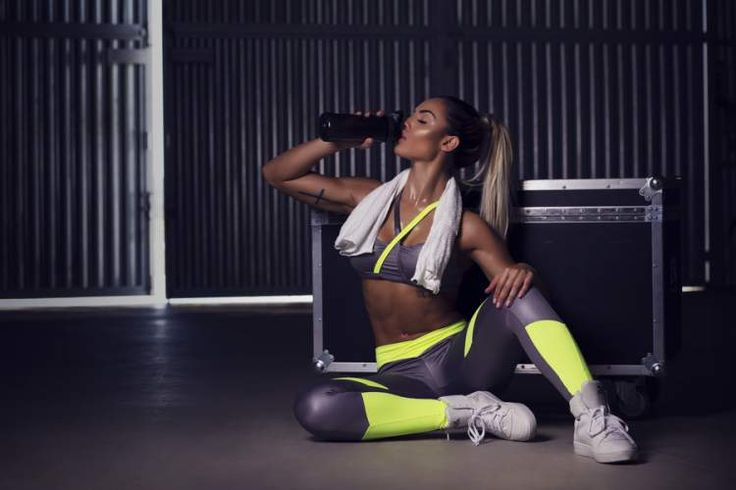 Transforme seu corpo com um simples treino de 10 minutos que pode ser feito em casa, na academia, em um quarto de hotel, no parque ou em qualquer lugar.
