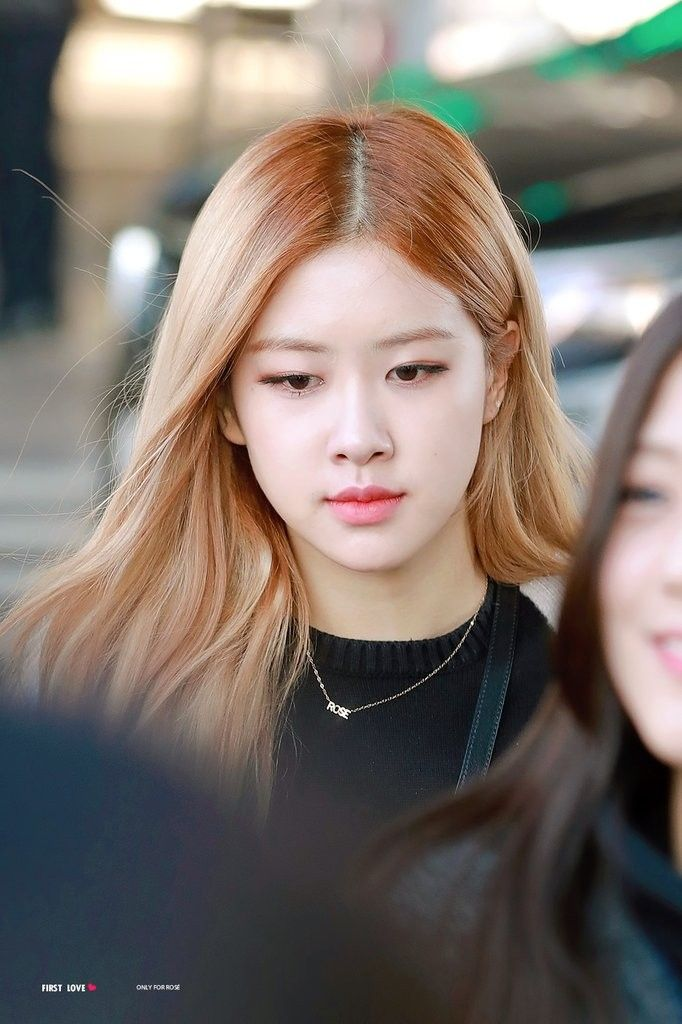 Blackpink Rose 181120 Incheon Airport From Indonesia Blackpink Rose Blackpink Black Pink Kpop