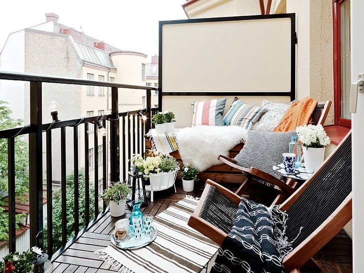 balcony white space as projection screen? (ear speakers recommended)