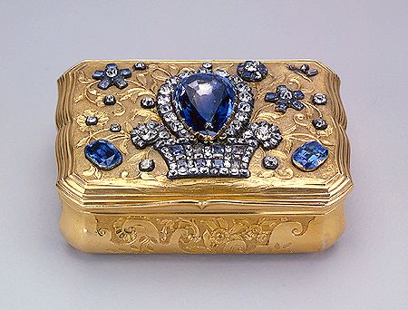 Rectangular snuffbox with wavy sides  1740s  Made by Jérémie Pauzié  St Petersburg  Gold, silver, cut diamonds, sapphires, quartz; chased, polished and pounced