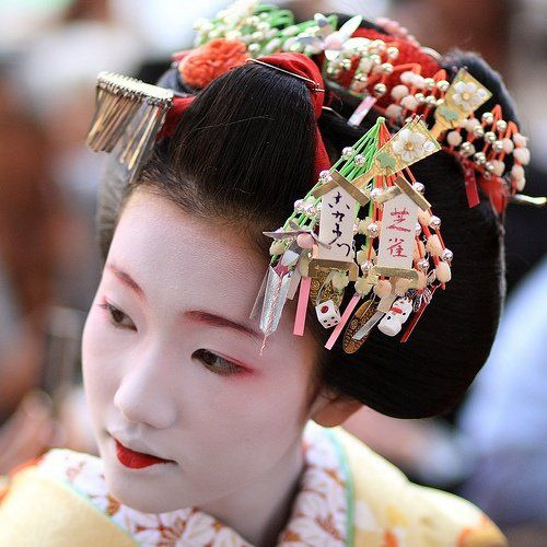 Easy Tips To Effortlessly Create The Geisha Look