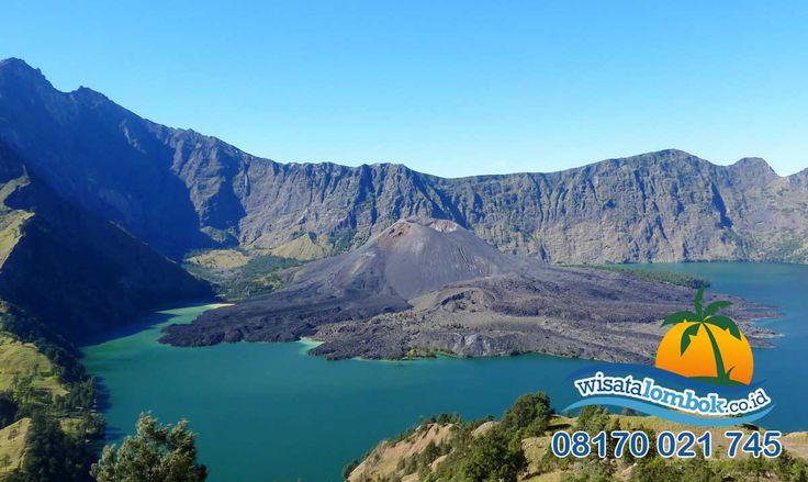 Ini Dia Surga Impian yang Anda Idamkan, Gunung Rinjani Yang Agung  Gunung Rinjani adalah salah satu keajaiban dunia yang ada di Pulau Lombok, suasana keindahan alam membuat Anda seperti di surga, sudah belum Anda pernah kesana ? Yuk kunjungi segera ...... . . . . http://www.wisatalombok.co.id/info-wisata-lombok/objek-wisata-gunung-rinjani-di-lombok-yang-mempesona/