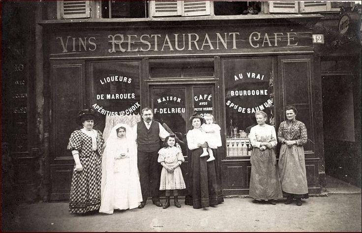 Le café-restaurant F. Delrieu, 12 rue Frémicourt, vers 1910  (Paris 75015)