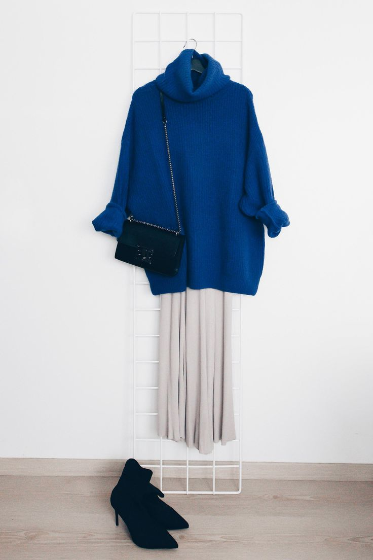 Blue knit sweater+natural dress+black heeled ankle boots+black chain shoulder bag. Fall Dressy Casual Outfit 2017